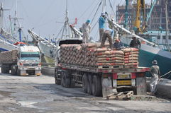 Labor activity in Sunda Kelapa Harbor Royalty Free Stock Images