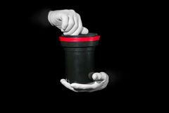 Labor, Hände in den weißen Handschuhen halten ein Schwarzes und einen Film, Dunkelkammer, developmen Lizenzfreies Stockfoto