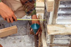 Labor man using a plumb bob for check Royalty Free Stock Photos