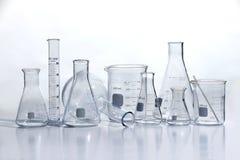 Laborancki Glassware na bielu stole Obraz Royalty Free