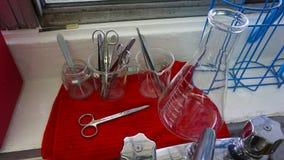 Laborancki szkło i kruszcowi instrumenty Zdjęcie Royalty Free