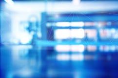 Laboratório azul da tecnologia da ciência do borrão com backgroun poligonal imagens de stock royalty free