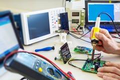Laboratório da microeletrônica da pesquisa foto de stock