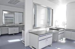 Laboratório de ciência moderno imagens de stock