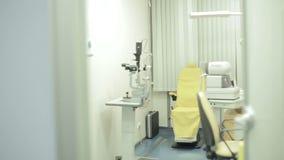 Laboratório oftálmico, armário video estoque