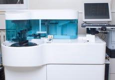 Laboratoire analysant le matériel Photographie stock