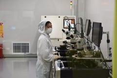 Laboratoire microscope-non poussiéreux d'électron photographie stock libre de droits
