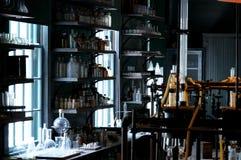 Laboratorio de ciencia abandonado viejo Foto de archivo libre de regalías
