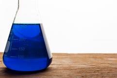 Laboratorio de ciencia con tema químico Imágenes de archivo libres de regalías
