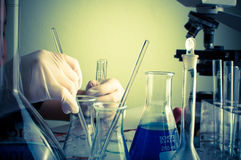 Laboratorio de ciencia con tema químico Imagenes de archivo