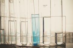 Laboratorio de ciencia con tema químico Foto de archivo libre de regalías