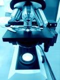 Laboratorio de ciencia del microscopio Imagenes de archivo