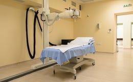 Laboratorio di radioterapia con la nuova attrezzatura di radiologia Fotografie Stock