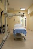 Laboratorio di radioterapia con la nuova attrezzatura di radiologia Immagini Stock Libere da Diritti