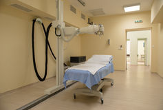 Laboratorio di radioterapia con la nuova attrezzatura di radiologia Immagine Stock Libera da Diritti
