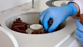 Laboratorio médico del equipo metrajes