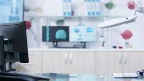 Laboratorio moderno con attrezzatura di qualità superiore stock footage