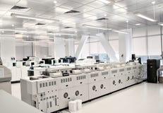 Laboratorio para el análisis de la sangre Imágenes de archivo libres de regalías