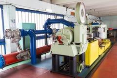 Laboratorio a scuola Tubi del metallo Immagini Stock Libere da Diritti