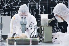 Laboratorium chemische analyse Stock Afbeeldingen