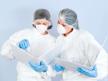 laboratorium för 03 flickor Arkivbild
