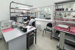 Laboratorium för att testa och justering av elektronisk utrustning Royaltyfria Foton