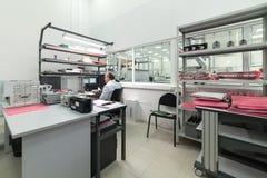 Laboratorium för att testa och justering av elektronisk utrustning Royaltyfria Bilder