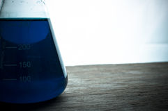 Laboratorium naukowe z chemicznym tematem Zdjęcia Stock