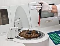 laboratorium robi testom Obraz Stock
