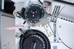Laboratorium som analyserar utrustning Royaltyfri Fotografi