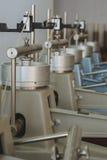 Laboratoriumapparat för kompressionsprov av jordprövkopior i konstruktionsteknik Royaltyfri Fotografi