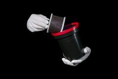 Laboratoriumet händer i vita handskar rymmer en svart och en film, mörkrummet, developmen Royaltyfria Bilder