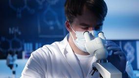 Laboratoriumexperiment stock videobeelden
