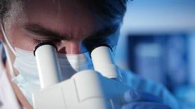 Laboratoriumexperiment stock footage