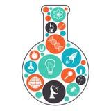 Laboratoriumflaska med vetenskapssymboler Royaltyfria Foton