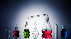 Laboratoriumglasföremål med flytande Royaltyfria Foton