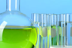 Laboratoriumglaswerk met Vloeistof Royalty-vrije Stock Afbeelding