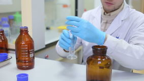 Laboratoriumwerkplaats voor DNA-test stock footage