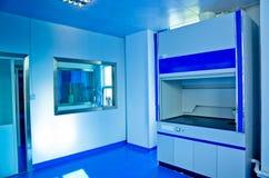 Laboratório de ciência moderno Fotos de Stock Royalty Free