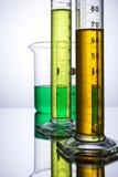 Laborausstattungsbecher-Reagenzgläser Lizenzfreies Stockbild