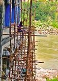 Laborer i pracownik budowlany w ind w Rishikesh, India, na 8 2019 Lipu fotografia royalty free