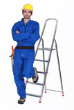 Laborer leaning on a ladder Royalty Free Stock Photos