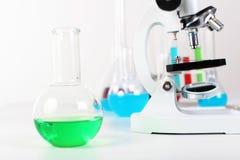 Laborotary Ausrüstung der Chemie oder der Biologie stockbild
