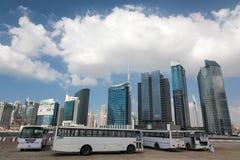 Labour bussar i Dubaien Arkivbilder