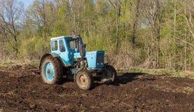 Labourage de tracteur Images stock