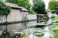 LaBouzaise flod, Beaune, CÃ'te-d'Or, Bourgogne (Bourgogne), Frankrike Arkivbild