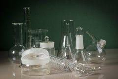 Labware na stole obrazy stock