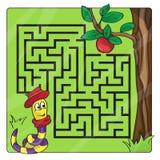 Labyrint, labyrint voor jonge geitjes Ingang en uitgang - help de worm om aan appel te kruipen royalty-vrije stock afbeeldingen