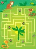 Labyrint med djungeldjur hjälp en apa att hålla bananen Arkivfoto