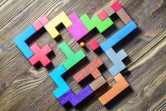 Labyrint van kleurrijke houten blokken, tetris, hoogste mening Stock Foto
